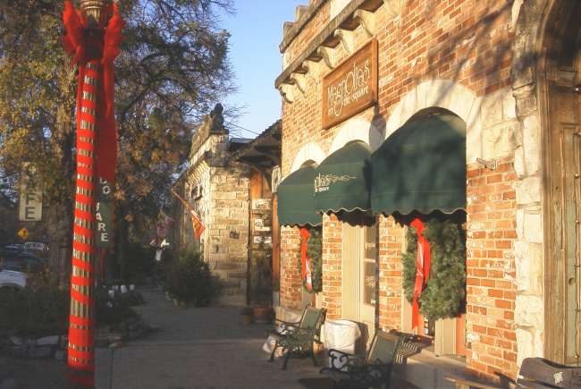 Salado stores decorated for Christmas